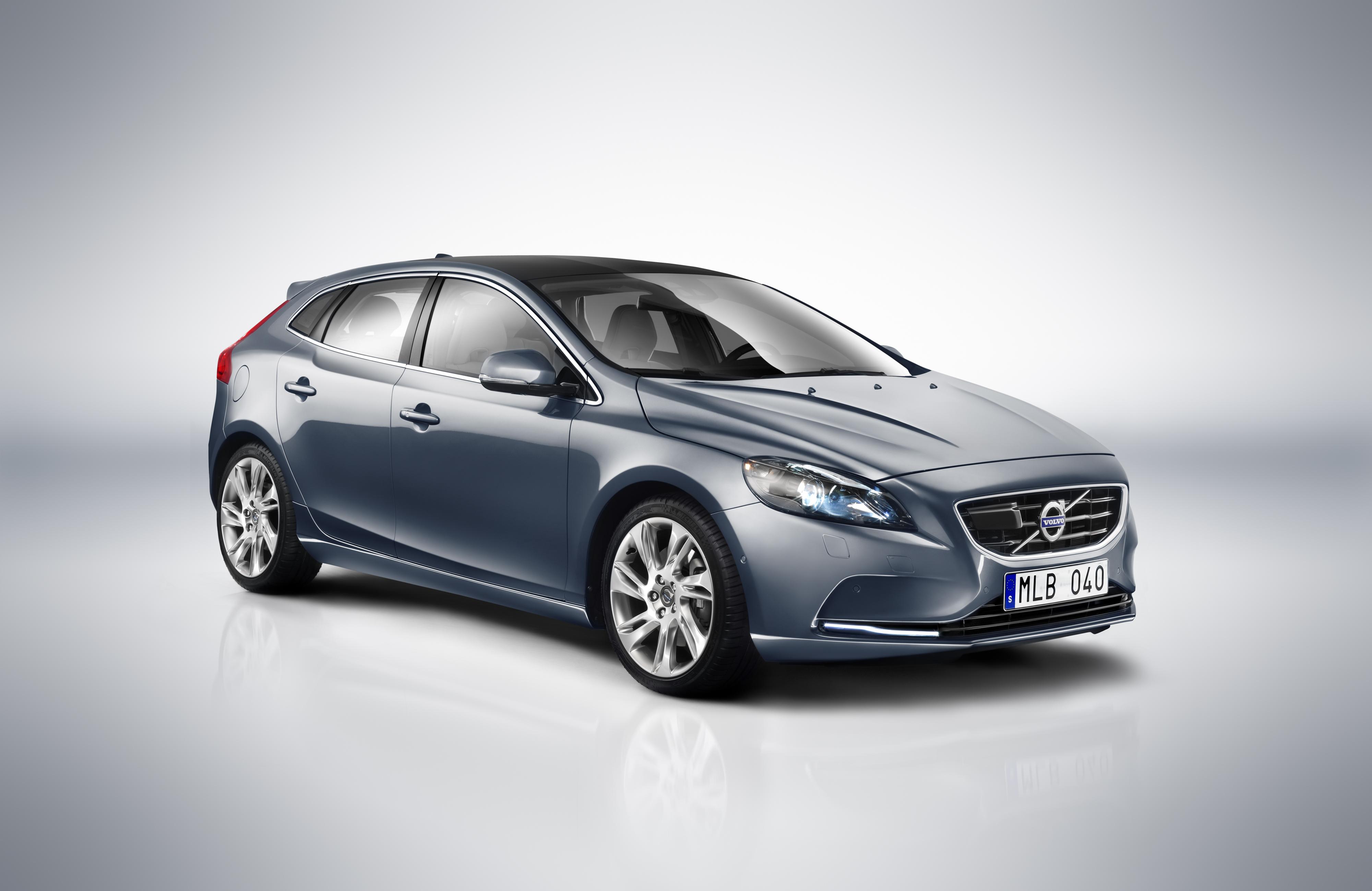 Volvo_V40_2012_ID42221_280212